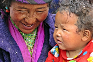 Tibetan mother and child - Shisha Pangma