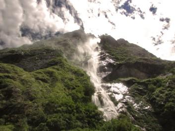 Trekking into Manaslu